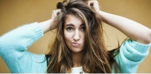 Главные ошибки, из-за которых ваши волосы быстро жирнятся